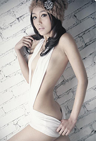苏州新锐模特私房半裸照
