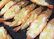 美味可口的蒜香干煸虾