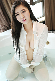 模特沐若昕浴室湿身妖娆人体写真