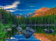 网友提供:壮丽的山峦唯美图片