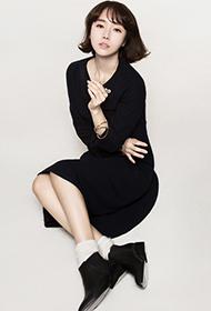韩国女星李贞贤妩媚动人写真