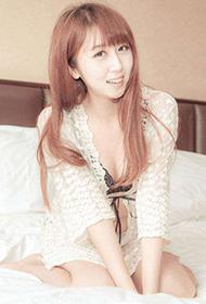 透明白色蕾丝睡衣美女私房照片