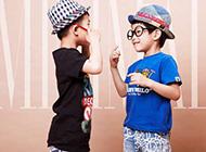 爱玩耍的可爱小兄弟唯美图片