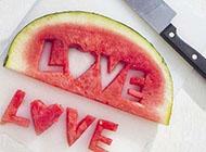 新鲜红嫩的夏日清凉西瓜冰唯美图片