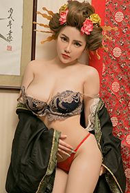90后性感丰满女神温鈊怡最新人体写真
