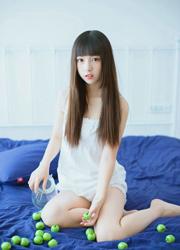 韩国可爱萝莉美女床上人体艺术写照