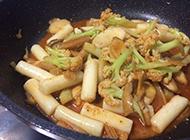 家常菜杏鲍菇和花菜炒年糕