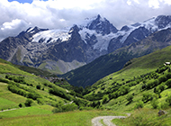意大利阿尔卑斯山脉风景青翠秀丽