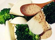 清淡美味的西兰花凉薯沙拉