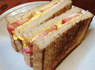 早餐必备的番茄蛋三明治