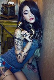 另类乌克兰美女人体艺术写真