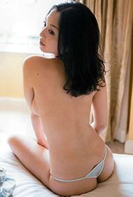 日本AV女优吉田里深大胆人体艺术图片