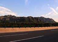 高速公路上的暮色