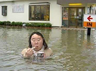 丑女奇葩图片之水中用餐