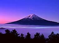 日本富士山下的唯美风景高清壁纸