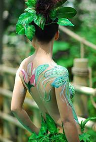 丛林中的人体彩绘艺术