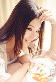 中国长发女模特唯美人体艺术写真