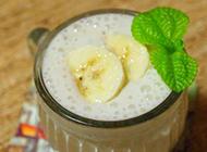夏日清凉冰饮香蕉奶昔