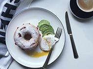 早餐美食奶油甜甜圈图片