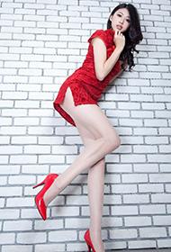 丝袜美女Flora惊艳红色旗袍迷人写真
