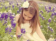 幸福快乐的漂亮小女孩图片