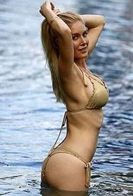 曼妙身材海蒂·蒙塔格游泳池性感比基尼写真