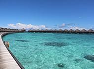 马尔代夫海岸水天相接美景