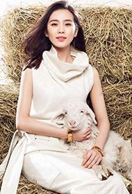古装美女刘诗诗与小羊的亲密写真