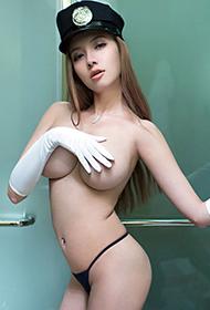 绝色美女松果儿大胆人体艺术图片