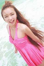 萌妹子裴紫绮海边热辣粉红比基尼