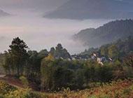 绿色乡村日出美景图片云雾缭绕