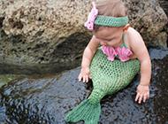 海边玩耍的超萌小美人鱼