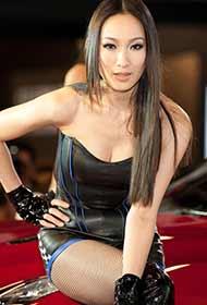黑色裙装车展可爱模特