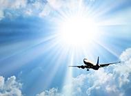 在天空飞行的客机风景图片素材