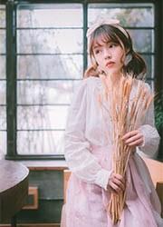日本大眼睛女孩唯美意境人体写真