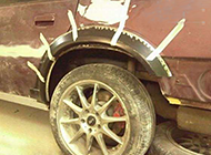 生活奇葩粘轮胎图片