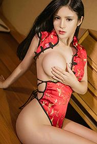 尤果模特龚诗琪性感旗袍装人体艺术写真