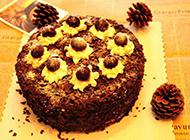 味道浓郁的坚果黑巧克力蛋糕图片