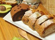 营养早餐搭配牛油果全麦面包