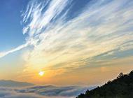 山峰云海图片美丽风景壁纸