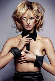 全球最性感超模卡罗莱娜·科库娃魅惑写真