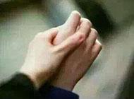 情侣甜蜜牵手图 只有手