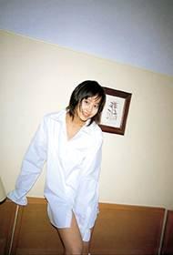 堀北真希白色衬衫大秀性感美腿写真
