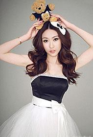 甜美女模特长裙迷人图片