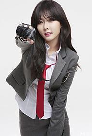 韩国美女明星泫雅化身清纯学生妹