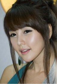 韩国美模李智友靓丽迷人组图