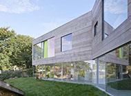 极简主义风格的玻璃屋子设计图片