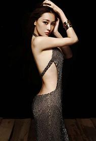 张馨予裸背长裙大展性感完美身材