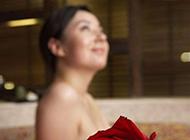 美女沐浴浪漫素雅意境风格美图