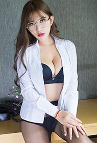 妩媚女秘书制服写真上演黑丝诱惑